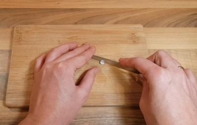 Tablette mit Messer teilen